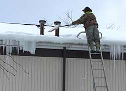 removing-dangerous-ice-dams